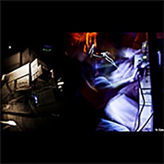 Le Chant des Marteaux – Piqueurs est une émission de radio expérimentale visant à diffuser des pratiques artistiques sonores alternatives.