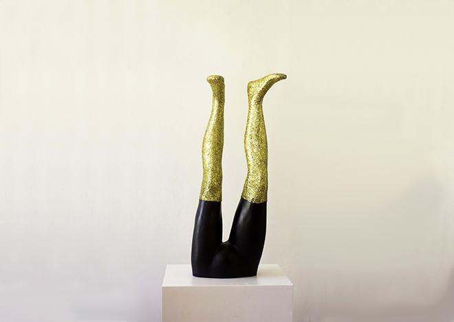 Charlotte Caragliu, artiste plasticienne, cherche à remettre en question la notion de genre avec étrangeté, humour et poésie.